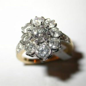 Bague Pompadour entourage diamants