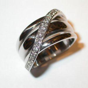 Bague bandeau, or blanc, diamants en «S»