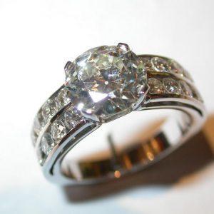 Bague diamant, jonc serti rail