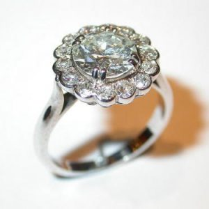 Bague or blanc, diamants, marguerite