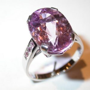 Bague or blanc, kunzite, saphirs