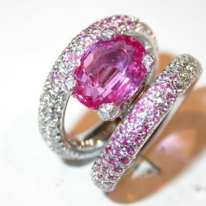 Bague or blanc, saphir rose, diamants brillants