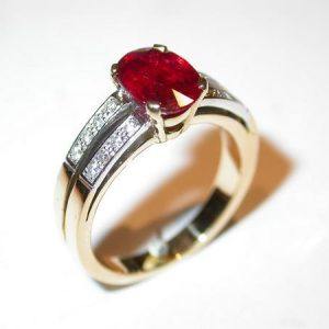 Bague style 1900, rubis, diamants