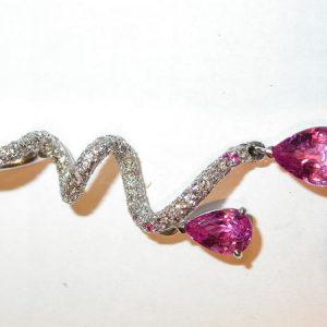 Pendentif torsade, diamants, saphirs roses
