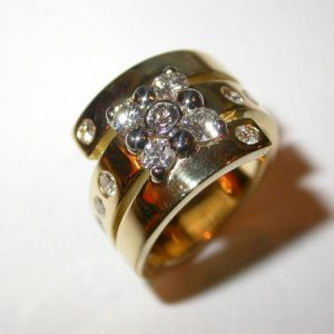Bague bandeau, or jaune, diamants sertis « clou »