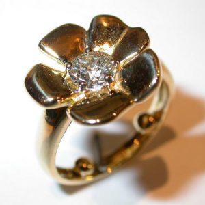 Bague fleur, or jaune, diamant
