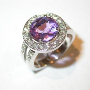 Bague or blanc, amethyste, diamants