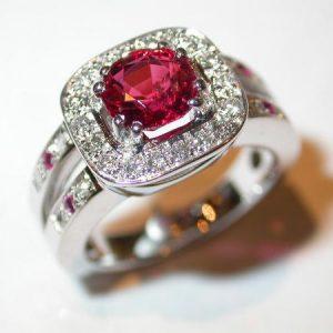 Bague or blanc, spinelle, diamants, rubis