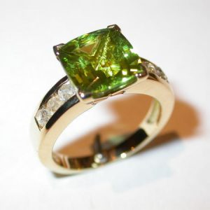Bague or jaune, diamants, péridot