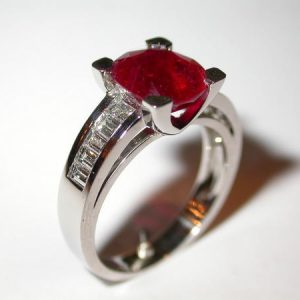 Bague rubis, diamants baguettes