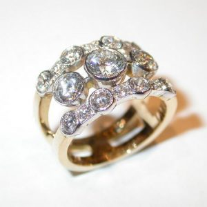 Bague bandeau, or blanc et jaune, diamants