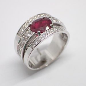 Bague bandeau rubis diamants