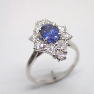 Bague entourage saphir diamants