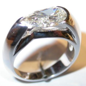 Bague or blanc, diamant taille poire