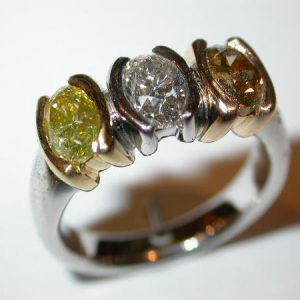 Bague or blanc, diamants blanc, jonquille, cognac