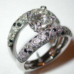 Bague or blanc, diamants brillants blancs/noirs