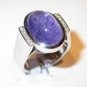 Bague or blanc, diamants, tanzanite cabochon
