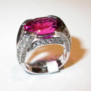 Bague or blanc, diamants, tourmaline rubellite
