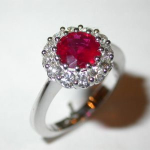 Bague or blanc marguerite, rubis rond, diamants brillants