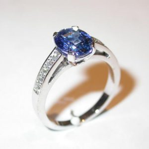 Bague or blanc, saphir, diamants