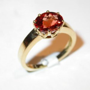 Bague or jaune, solitaire grenat spessartite