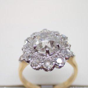 Bague «pompadour» diamants