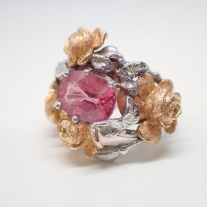 Bague « roses » or rose et spinelle rose