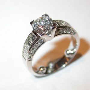 Bague solitaire, or blanc, diamants