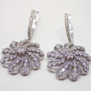Boucles d'oreilles «fleur» or et diamants