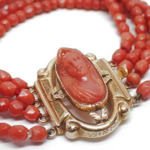 Bracelet et camée corail, or, vers 1830
