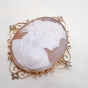 Broche or et camée «coquille»