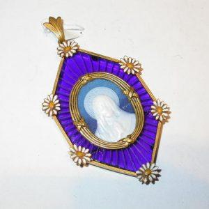 Médaille Vierge et marguerites, or, émail, vers 1910