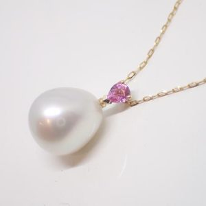 Pendentif perle poire Mers du Sud