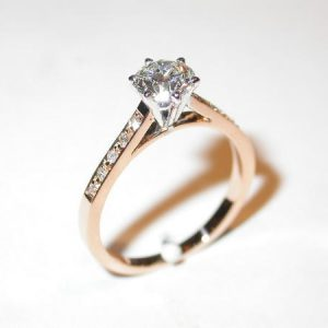 Solitaire, or blanc, or rose, diamant