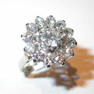 Bague or blanc marguerite diamants
