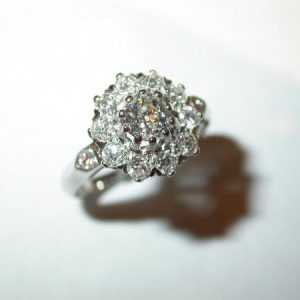 Bague or blanc, pompadour ronde, diamants