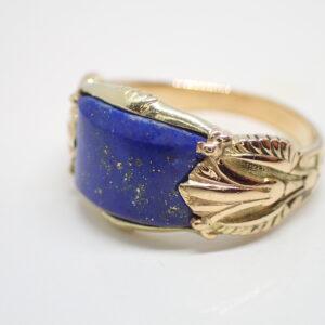 Chevaliere or jaune et lapis lazuli