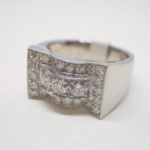 Bague «noeud» platine et diamants