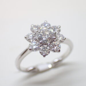 Bague marguerite diamants sur griffes