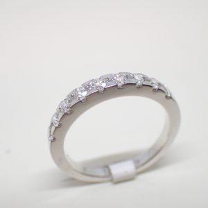 Alliance or blanc recyclé et diamants