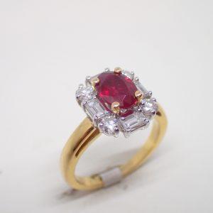 Bague entourage rubis et diamants baguettes