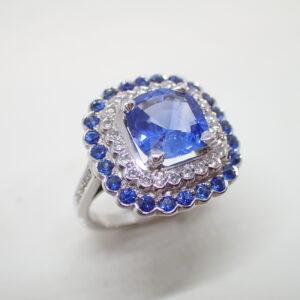 Bague coussin double entourage saphirs diamants
