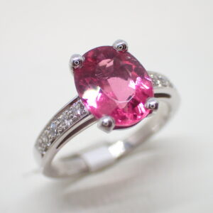 Bague or blanc tourmaline rose et diamants