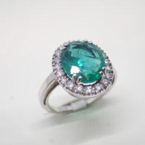 Bague entourage émeraude et diamants