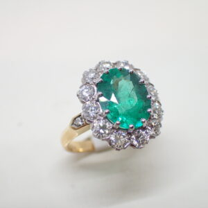 Bague pompadour emeraude diamants