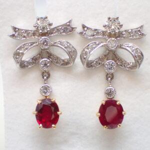 Boucles d'oreilles «noeuds» rubis et diamants