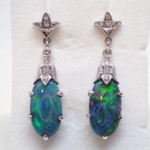 Rares pendants d'opales noires d'Australie