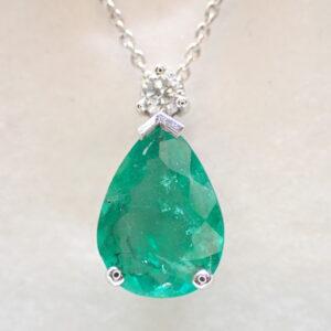 Pendentif poire emeraude et diamant