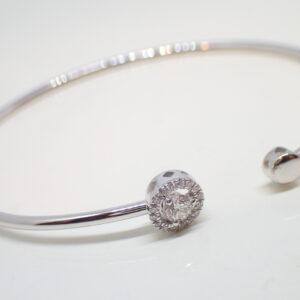 Bracelet fil rond rigide motifs diamants