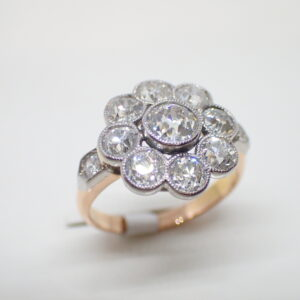 Bague marguerite festonnée, or et diamants